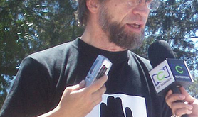 Antanas Mockus addresses reporters