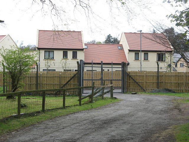 Army_housing_-_geograph.org_.uk_-_412786.jpeg