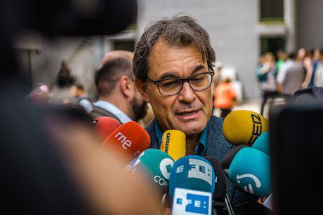Artur Mas, head of the Catalan government, cast his ballot in the European parliament election. Matthias Oesterle:Demotix. All rights reserved.jpg
