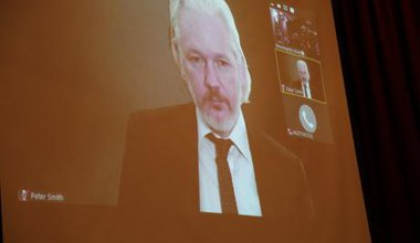 Assange at the Pregrsssive LÑatin AMerican encounter, September 2015.jpg