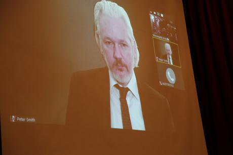 Assange at the Pregrsssive LÑatin AMerican encounter, September 2015_0.jpg