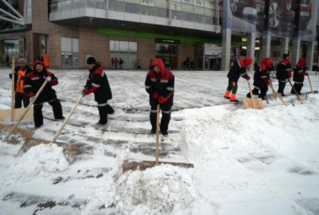 Central Asian workers clean moscow's freezing streets.