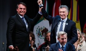 Bolonaro and Macri.jpg