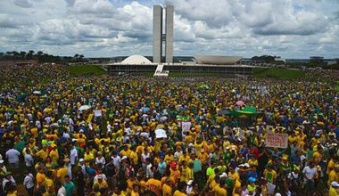 Brasília_protest_-_Brazil_15_March_2015.jpg