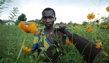 A member of a self-defence group in the village of Sambaye, Central African Republic. Flickr/Pierre Holtz. Some rights reserved.