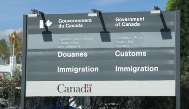 Canadian_Customs_and_Immigration_sign.jpg