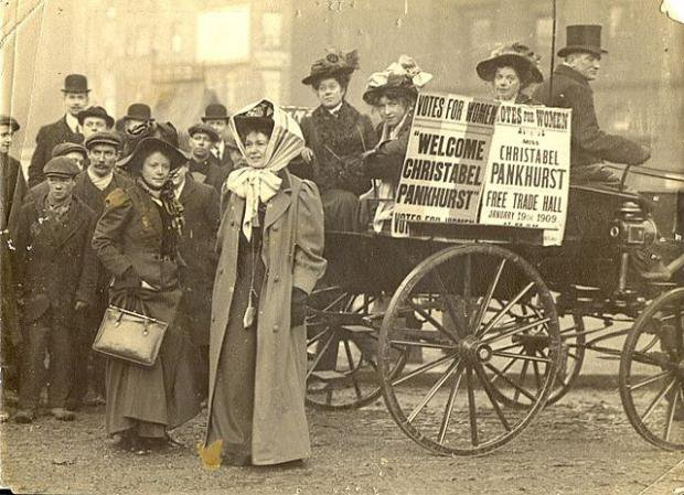 Sepia photo of Christabel Pankhurst in Manchester 1909 campaigning for women's suffrage