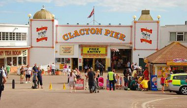 Clacton pier, Pkuczynski, some rights reserved.