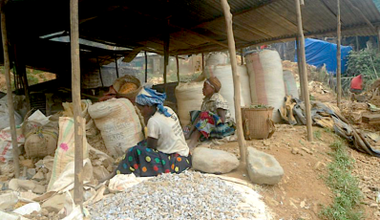 Women artisanal miners near the Kamitunga gold mines.