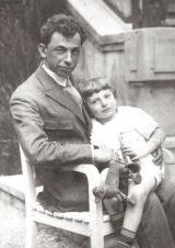 David_Bergelson_with_son_Lev.jpg