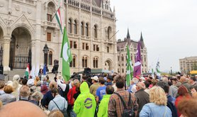 Demonstration_of_the_Dialogue_for_Hungary,_2016-10-02-3.jpg
