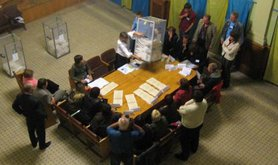 Ukrainians count ballots for the 2007 election.