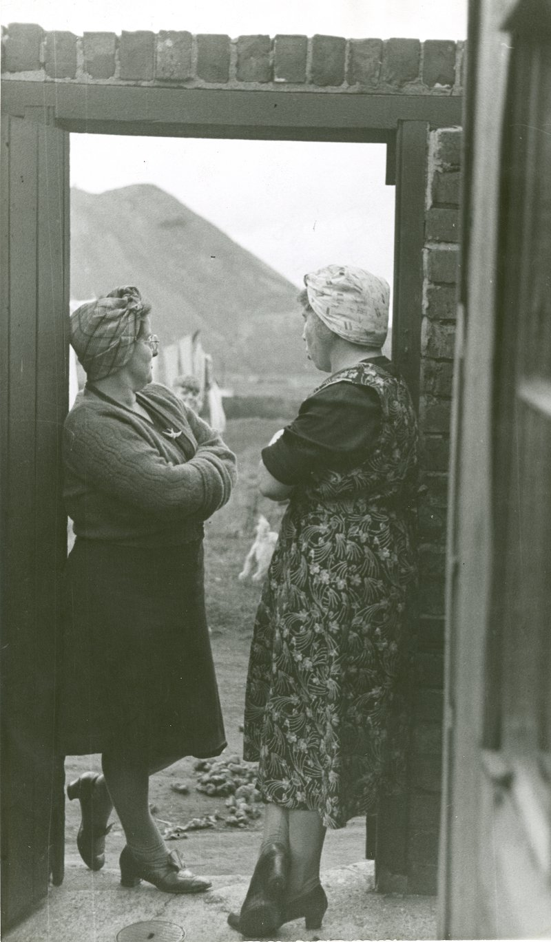Elisabeth Chat, Two miners wives, Picture Post, 1948. IPL Archive. Another Eye.