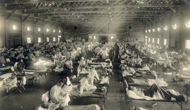 Emergency_hospital_during_Influenza_epidemic,_Camp_Funston,_Kansas_-_NCP_1603.jpg