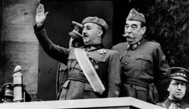 General_Francisco_Franco_victory_parade_Spanish_Civil_War_1939_4.jpg
