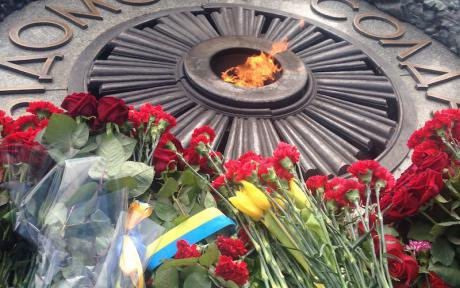 Flowers and flags left at a monument to the war dead at Park Vechnoi Slavy