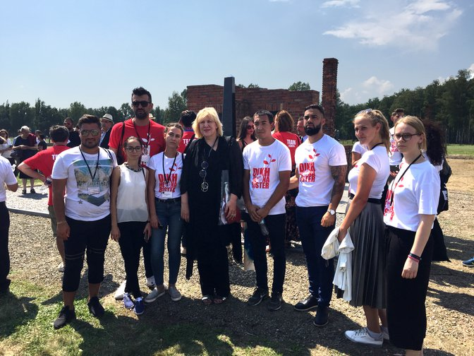 The Council of Europe Commissioner for Human Rights with a group of young Roma activists from Bosnia and Herzegovina in Birkenau, 2 August 2018.