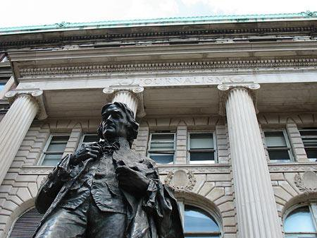 Statue of Thomas Jefferson in front of Pulitzer Hall.