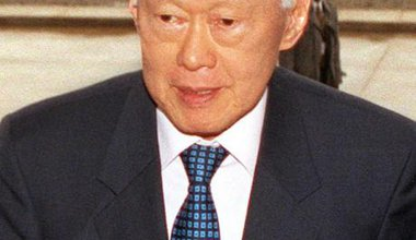 Lee Kuan Yew at the Pentagon, 2002.