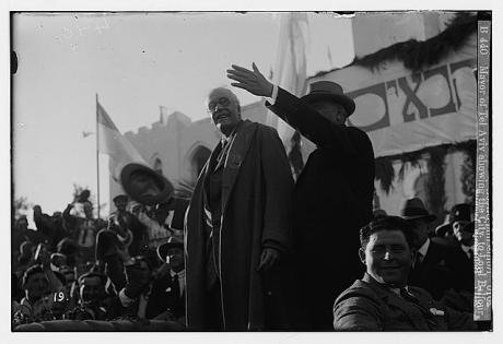 Mayor_of_Tel_Aviv_showing_the_city_to_Lord_Balfour_0.jpg