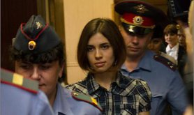 Nadezhda_Tolokonnikova_(Pussy_Riot)_at_the_Moscow_Tagansky_District_Court_-_Denis_Bochkarev.jpg