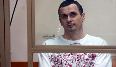 Oleg_Sentsov,_Ukrainian_political_prisoner_in_Russia,_2015.jpeg