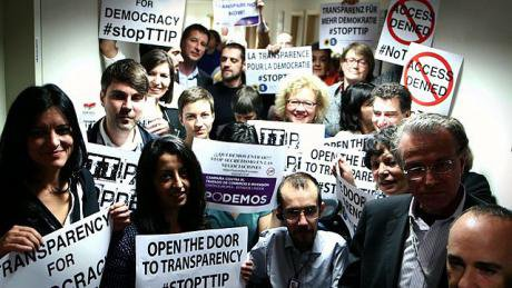 MEPs demand transparency in TTIP negotiations, 2014. Credit: Flickr/greensefa. Some rights reserved.