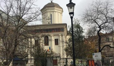 Orthodox church in Bucharest.jpg