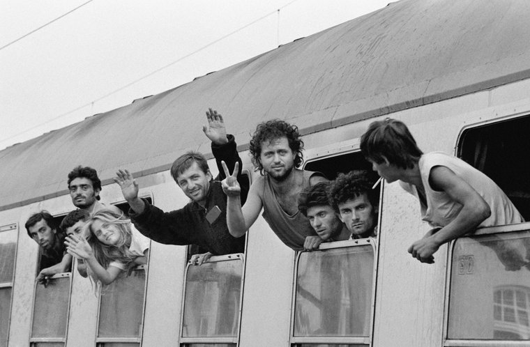 Arrival of a train with Albanian refugees on 15 July 1990 in Geseke.