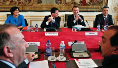 French Labour Minister El Khomri, PM Valls, Economy Minister Macron, talk to MEDEF and CGT, March 2016.