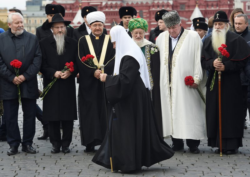 Sergey Ryakhovsky (left) at a ceremony to commemorate the Day of National Unity, 4 November 2018.