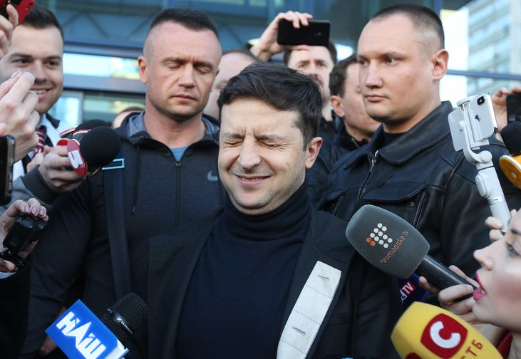 Ukrainian presidential candidate Volodymyr Zelensky surrounded by media, Kiev, April 5, 2019.