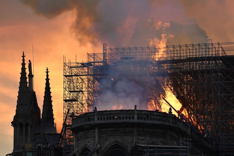 Notre Dame cathedral burning, april 15, 2019.