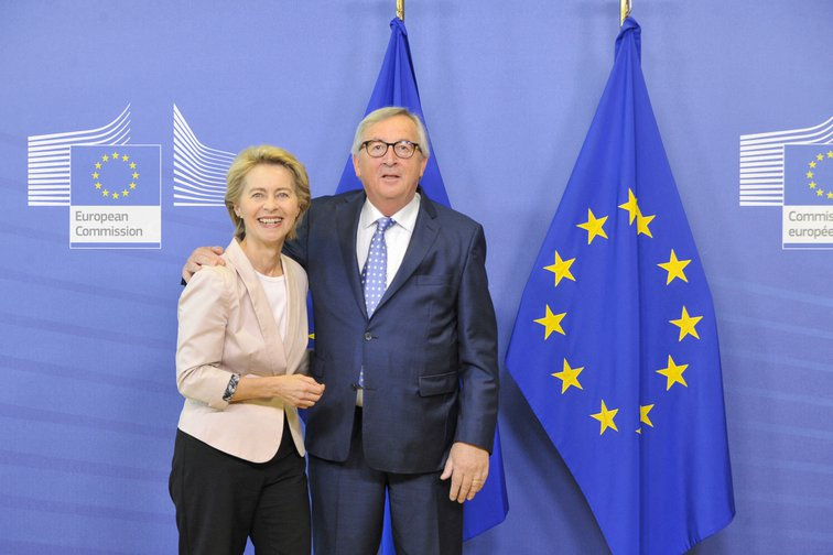 Ursula Von Der Leyen and Jean CLaude Juncker, incoming and outgoing presidents of the European Commission