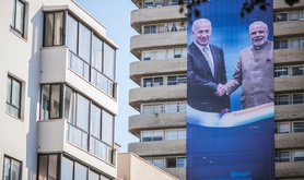 Israeli election banner of Benjamin Netanyahu shaking hands with Narendra Modi, 11 September 2019