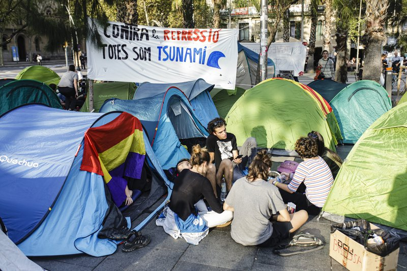 Students protesting against the jailing of nine Catalan separatist leaders and the police. Barcelona, October 30, 2019.