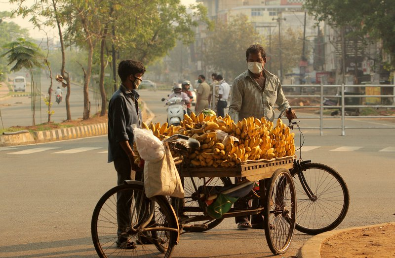Odisha in lockdown: homeless people and fruit vendors in deserted streets, March 31, 2020.  STR/PA. All rights reserved.