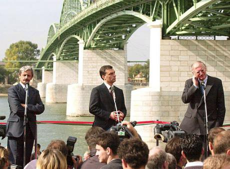 EU commissioner for enlargement plus PMs Orban and Dzurinda open bridge across Danube in 2001