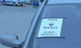 One of the many cars proudly carrying the Diren Reno/Renault banner.Oguz Alyanak. All rights reserved.