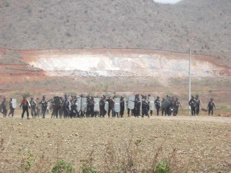 Police violently evict farmers working near Letpadaung copper mine in 2013. Flickr/Han Win Aung. Some rights reserved.