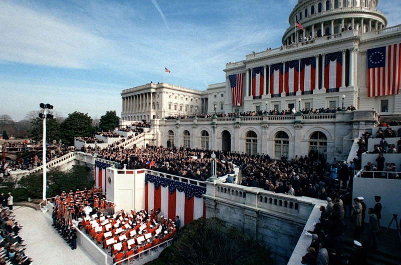 President_Ronald_Reagan_delivers_his_inaugural_address.jpg