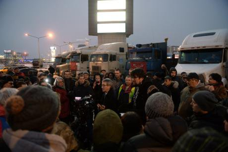 Communist Party Duma deputy Konstantin Rodin meets protesting truckers in Moscow Oblast, 4 December.