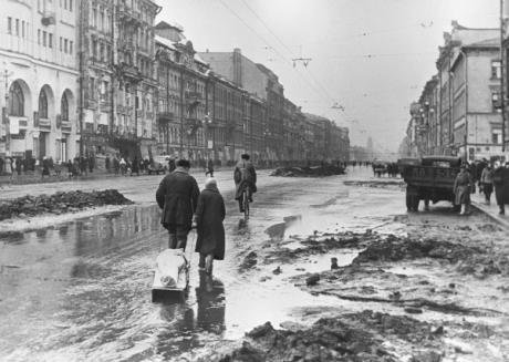 RIAN_archive_324_In_besieged_Leningrad. RIA Boris Kudoyarov (1) sized.jpg