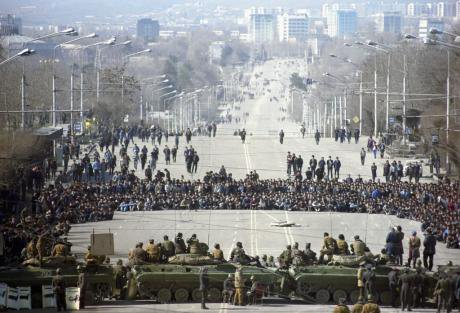 RIAN_archive_699865_Dushanbe_riots,_February_1990_1.jpg