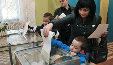 Ukrainians in the western city of Lviv cast their votes.