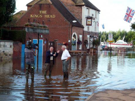 Severn_flood_2007_Interview_with_ITV_(central).jpg