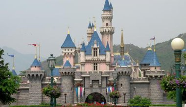 Sleeping_Beauty_Castle_at_Hong_Kong_Disneyland_200705.jpg
