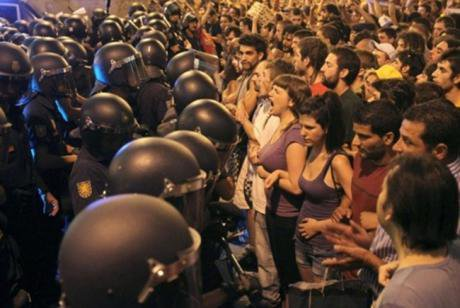 Spanish civilians confronting police in 2011