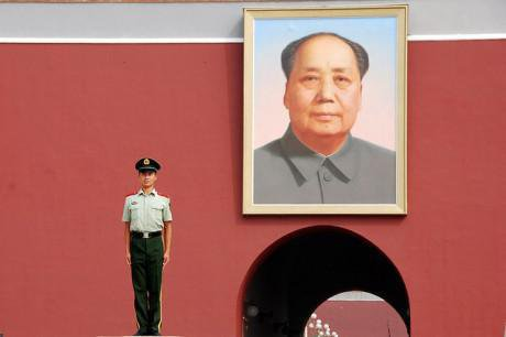 Standing guard at Tiananmen Gate, Beijing. Ken Douglas/Flickr. Some rights reserved.
