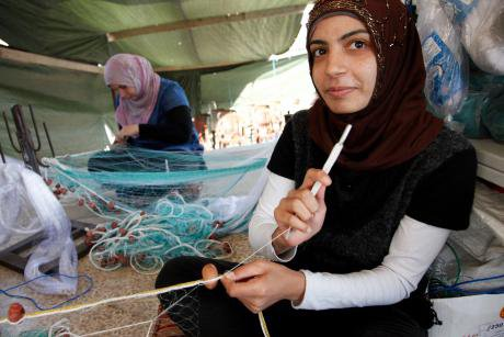 Syrian refugees producing fishing nets in Lebanon. DFID/Flickr. Some rights reserved.